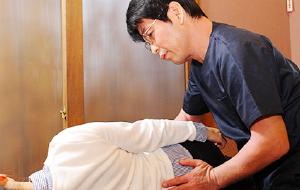 奈良市の整体【朱雀のこころ整骨院】腰痛・坐骨神経痛・膝痛・オスグッドにお悩みなら【朱雀のこころ整骨院】にお任せください。自律神経失調症を始めパニック障害、頭痛、頸椎・腰椎ヘルニアもご相談ください!